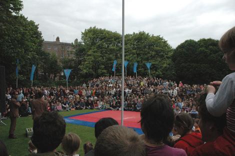 Crowds1_2